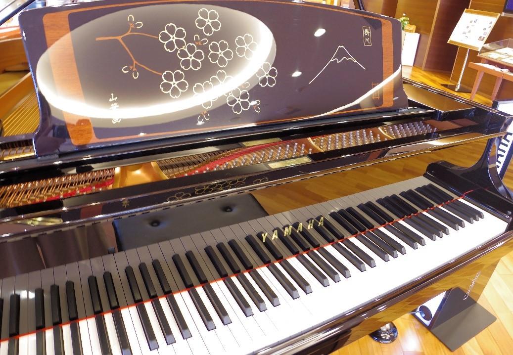 装飾ピアノ